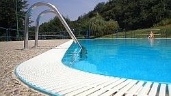 bazén s prepadom